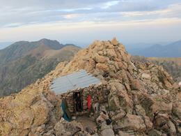 Bikwak auf dem Gipfel des Monte Rotondo